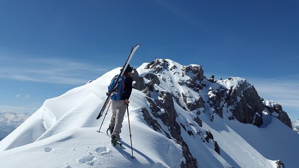 man skiiing