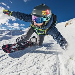 Man using outdoormaster ski goggles while snowboarding